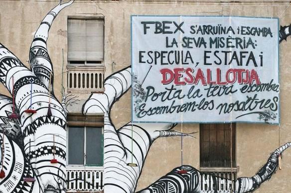 by @AlbertGarciag: Fotografia d'una pancarta de la Carboneria, Sant Antoni. Barcelona